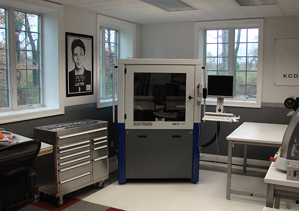 Pharmaceutical packaging lab with a compact DATRON high-speed milling machine for milling molds.